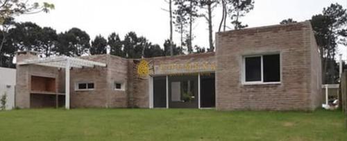 Casa En Pinares De 3 Dormitorios 3 Baños A Estrenar, Ideal Para Vivir Todo El Año.-ref:1136