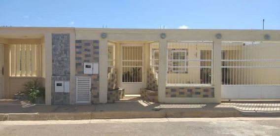 Casa En Venta En Pedro Manuel Arcaya. Punto Fijo