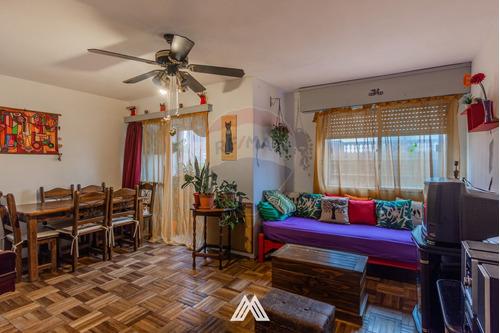 Venta De Apto En Cordón, 2 Dormitorios, Terraza.