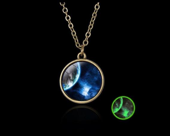 Collar Luminoso Verde Con Diseño De La Tierra Sin Pilas