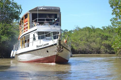 Embarcação Com Capacidade Para 70