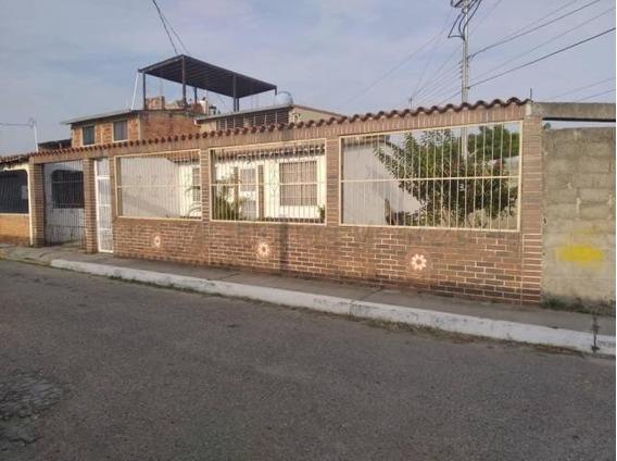 Casa En Vende El Paraiso Cabudare 20-8146 J&m 04120580381