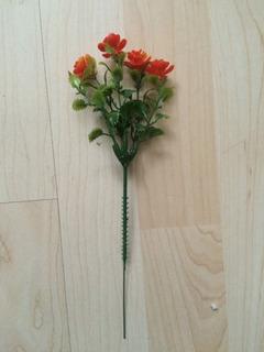 1 Ramo Artificial Chico Con Flores Naranjas