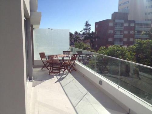 Apartamento En Alquiler Anual Con Parrillero Propio, Zona De Península - Ref: 3843