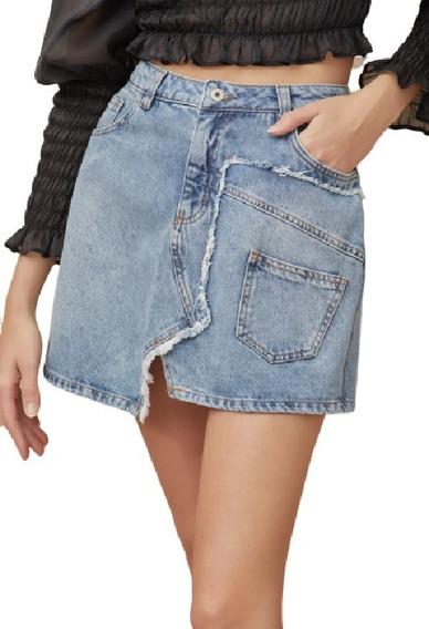 Saia Jeans Curta Com Recorte Assimétrico E Com Desfiado