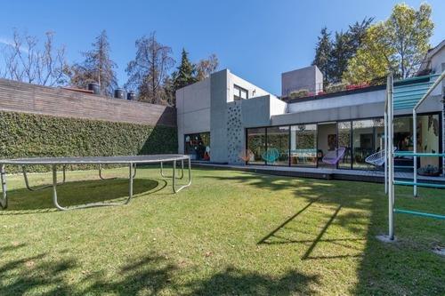 Venta De Casa Nueva Con Jardin Y En Cerrada