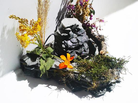 Fuente De Agua De Piedra-cascada Con 3 Canteros Para Plantas