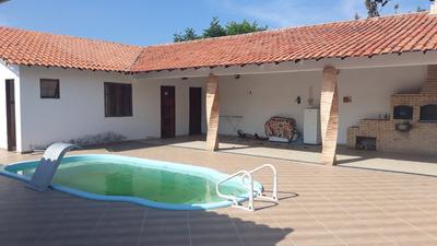 Casa Com Piscina, 4 Quartos, 2 Suítes, Cozinha Planejada.