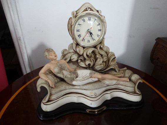 Relógio Em Resina Assinado Por Angelo Armani.