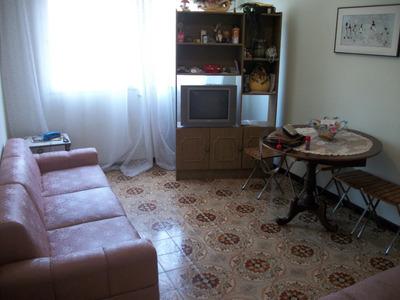 Apartamento Guaruja, 2 Quartos Sem Elevador Frente P/ Rua.