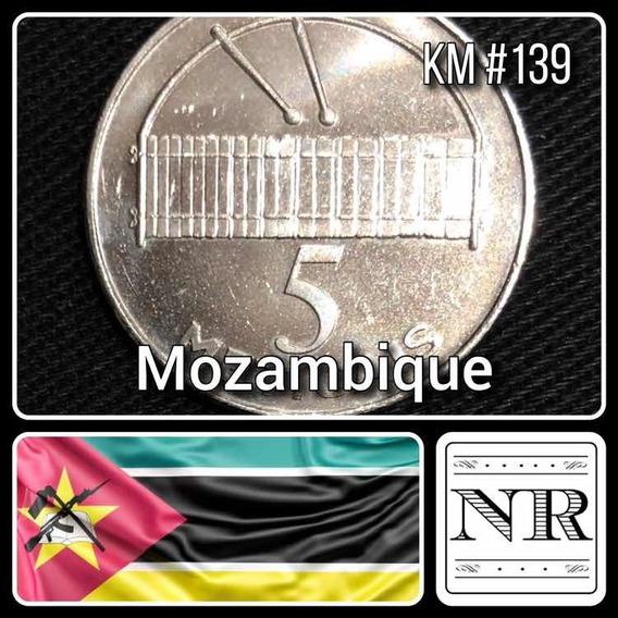 Mozambique - 5 Meticas - Año 2006 - Km # 139 - Xilofon