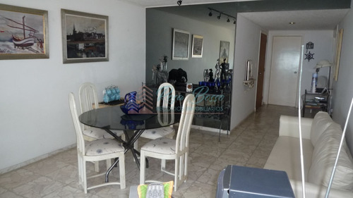Apartamento En Mansa, 2 Dormitorios *- Ref: 859