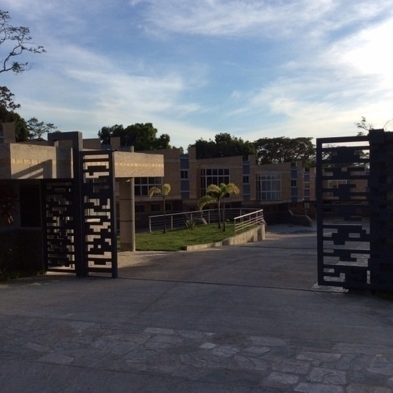 Town House En Venta En Guataparo. 350m2 Im
