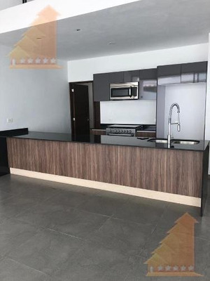Hermosa Casa En Renta En Residencial Aqua By Cumbres Con Alberca Y Seg Priv