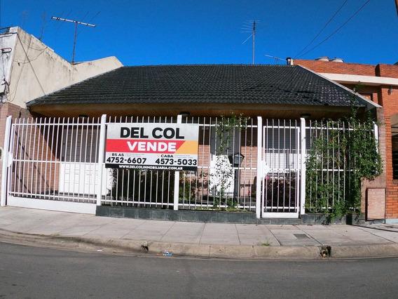 Venta Hermoso Chalet 3 Amb Con Cochera Y Fondo Libre
