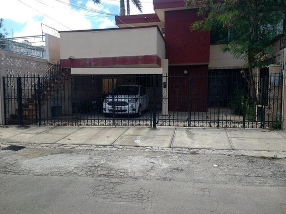 Bonita Casa Con Departamentos En Venta En García Ginerés