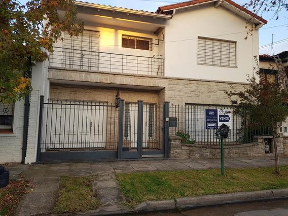 Venta Casa 5 Amb. Con 2 Cocheras- 4 C Estación Castelar Norte