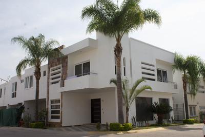 Casa En Coto Privado Con 4 Recámaras Y 3 Baños Completos