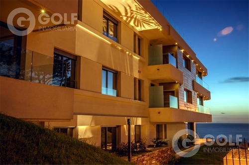 Vendo O Alquilo Apartamento De 3 Dormitorios, Servicio Completo, Garaje Para 3 Autos, Punta Gorda