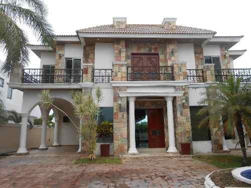 Hermosa Residencia Con Alberca Y Vista Al Lago, En Un Entorno De Vegetación Y Contacto Con La Naturaleza Que Solo Tu Y Tu Familia Merecen