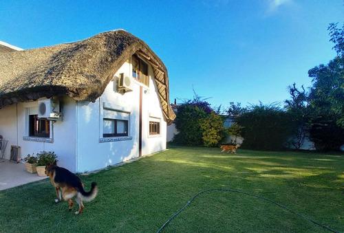 Se Vende Casa De 3 Dormitorios En  Solymar