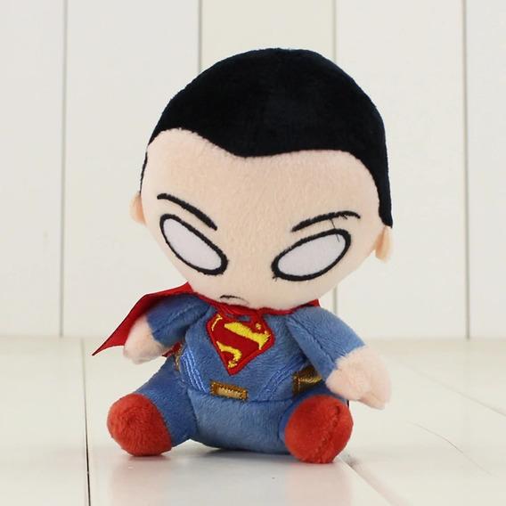 Mini Pelúcia Super Homem Liga Da Justiça 13 Cm