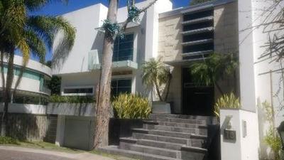 Hermosa Casa Estilo Moderno En Venta En Valle Real