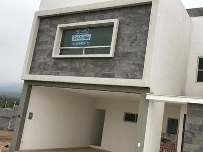 Venta De Casa De 3 Niveles En Colonia Privada De Nuevo León