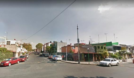 Casa Pequeña En Culhuacán. Remate Bancario