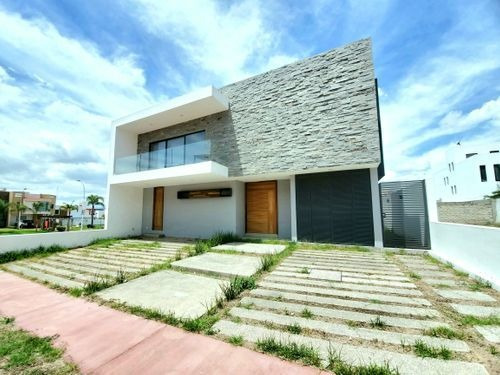 Imagen 1 de 29 de Casa En Venta En La Rioja, Tlajomulco