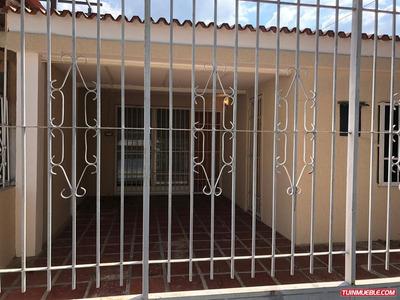 Casa En Las Quintas De Naguanagua. Lgc-266
