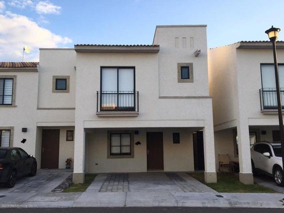 Casa En Renta En Zakia, El Marques, Rah-mx-19-2163