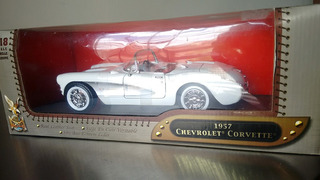 Chevrolet Corvette 1957 1/18 Road Signature