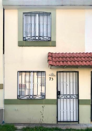Casa En Privada Con Portón Eléctrico