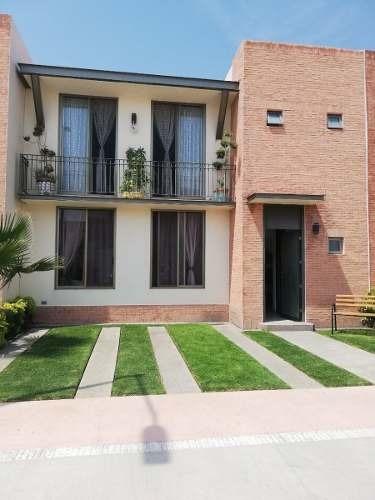 Casa En Renta En Puerta De Piedra De 3 Rec. T. 190 M2, C. 149 M2.