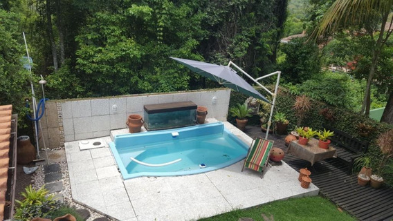 Excelente Casa Dentro De Condomínio Fechado, Cercada De Muito Verde, Bem Construída, Verdadeiro Encanto. - Ca0111