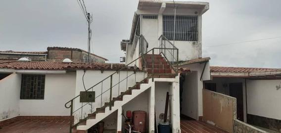 Casa En Venta La Piedad Norte 19-18209 Rb