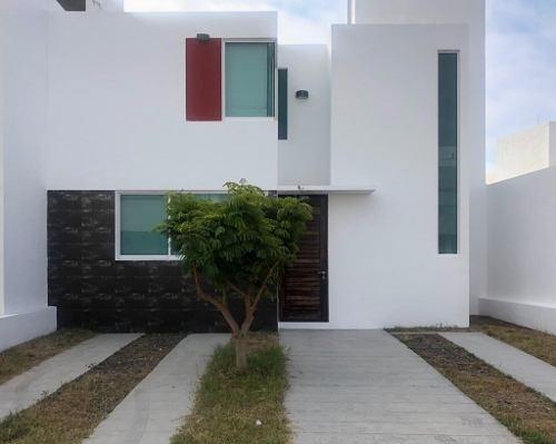 Adr/ Bonita Casa Semi Amueblada En El Refugio