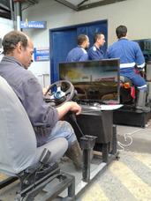 Clases De Conducción Con Simuladores De Carro Y Motocicleta