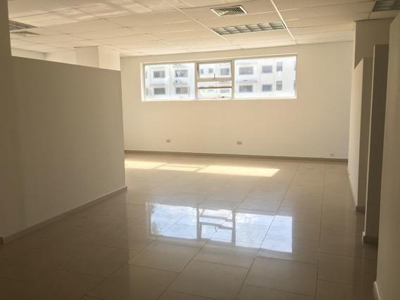 Oficina En Alquiler En Piantini De 71 M2