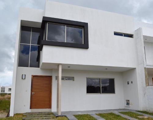 Casa De 4 Habitaciones En Coto Argenta, Zapopan