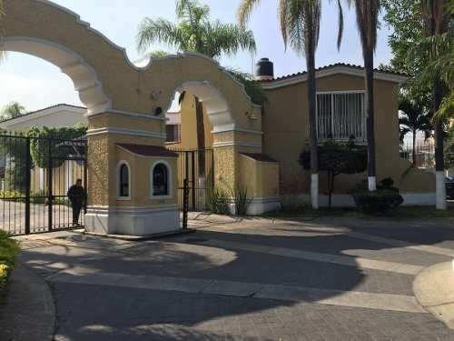 Casa En Venta En Coto Priv. Seg. 24 Hras En Providencia, Gdl