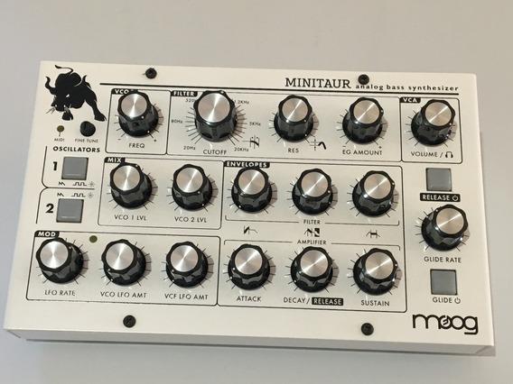 Moog Minitaur (edição Limitada)