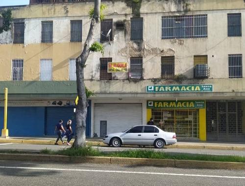Imagen 1 de 4 de Se Alquila Local En Plena Avenida Lara