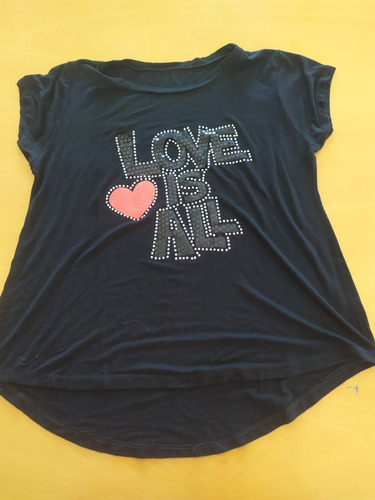 Remera Love Is All
