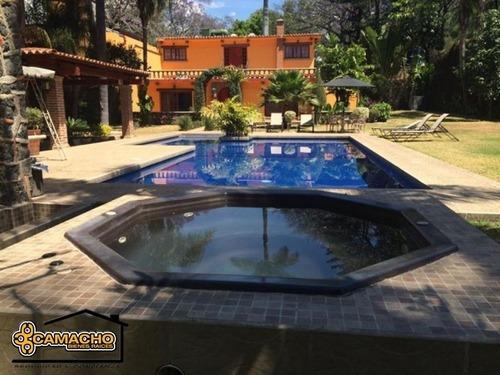Casa En Venta, 4 Recámaras, Colonia Vista Hermosa. Omc-0120