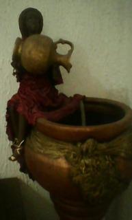 Muñeca Arcilla Vestida En Tela Pedestal Fuente Fino Acab