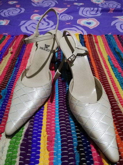 Bellisimas Y Elegantes Zapatillas Color (beige Y Blanco)