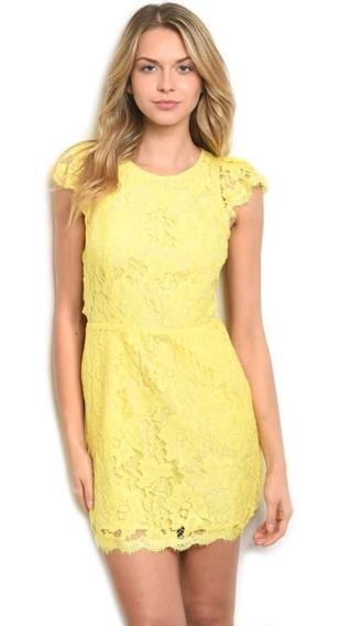Vestido Corto Encaje Amarillo, Escote Espalda, Manga Corta.