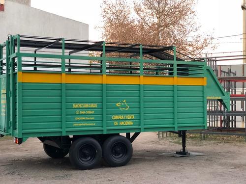 Imagen 1 de 5 de Trailer Para Animales 8.000kg. Cigüeña. Lateral Fibra Lcm